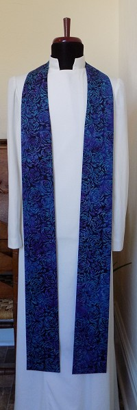 READY TO SHIP! Lo, How a rose e'er blooming: Blue stole for Advent in Rose Print